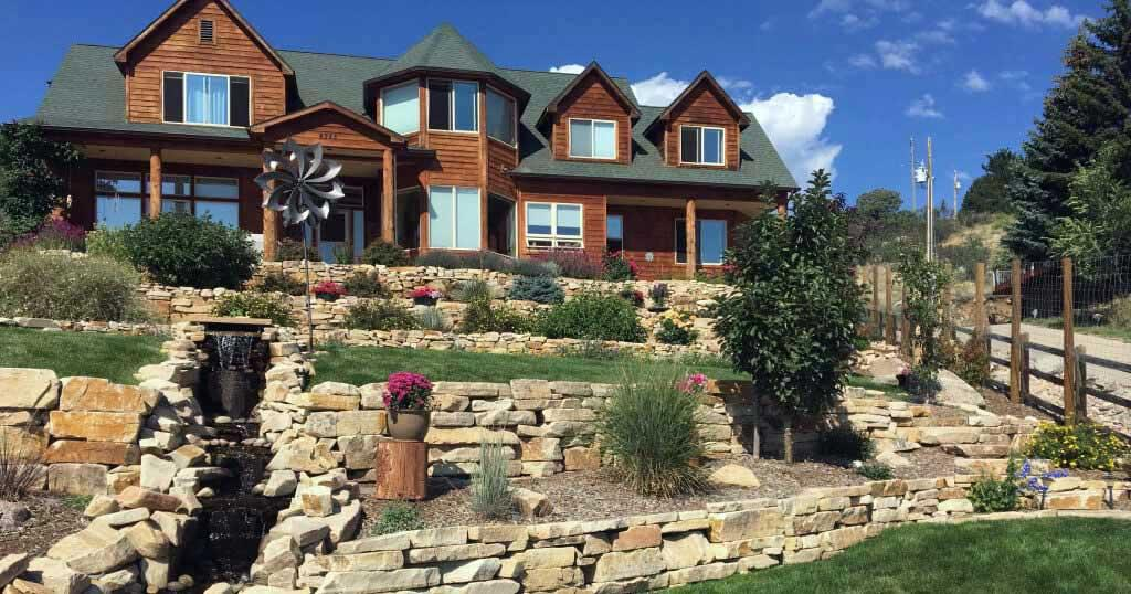 beautifully-landscaped-yard-in-fort-collins