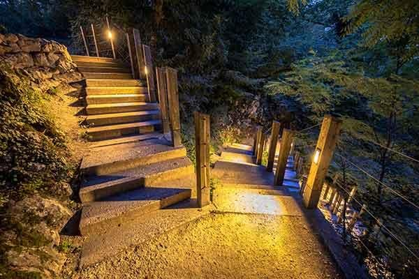 landscaped-lighted-path